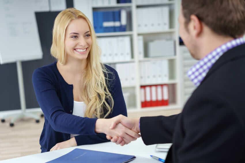 Aussagekraft von Arbeitszeugnissen: 10 Argumente Pro und Contra in Kürze