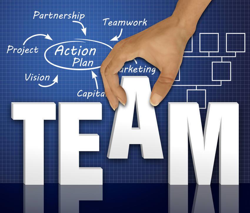 Wenn's im Team mal nicht läuft: Eingreifen oder kontrolliert laufenlassen? team
