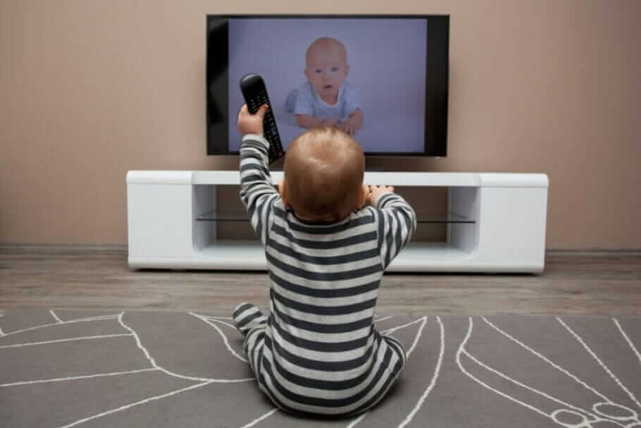 Digital education instead of living in reality: do media make stupid? child-tv