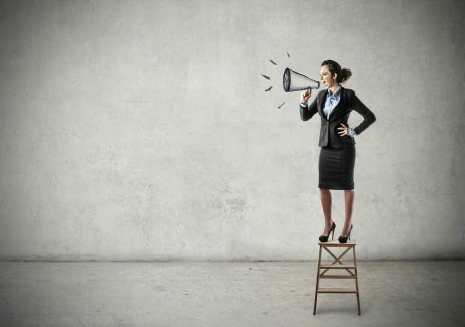 Sichtbar werden durch Reden: Perfekt präsentieren dank Rhetorik reden-aufmerksamkeit