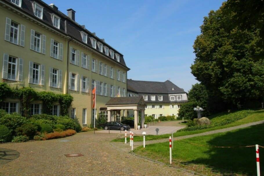 Meetings und Konferenzen in Bonn: Das Bundesgästehaus auf dem Petersberg {Review} bundesgaestehaus-petersberg-bonn_7