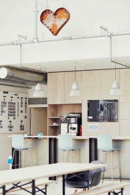 Kreative Arbeitsplatzgestaltung: Die 10 coolsten Büros Deutschlands {Review} Glassdoor_04_Buerofoto_Stylight