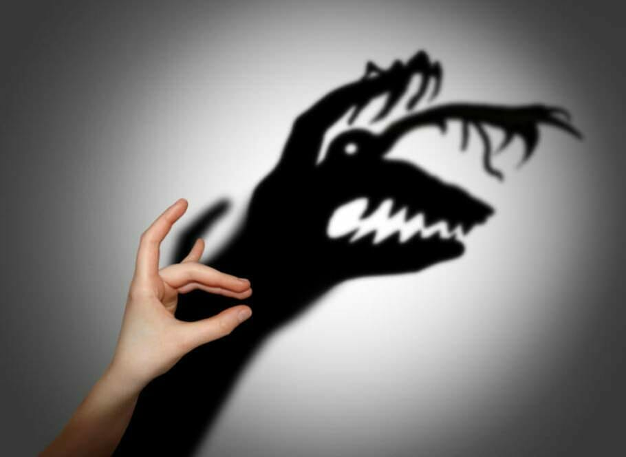 Pessimism and fear of change: scary stories as an excuse