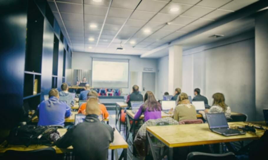 {Studie} Corporate Weiterbildung, Digitalisierung und Employer Branding: 5 Schritte zum perfekten Mitarbeiter