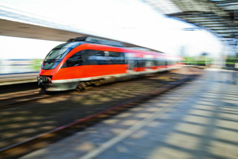 Bahnfahren geht auch billig: Sparpreise Flatrates und Co auf reisen
