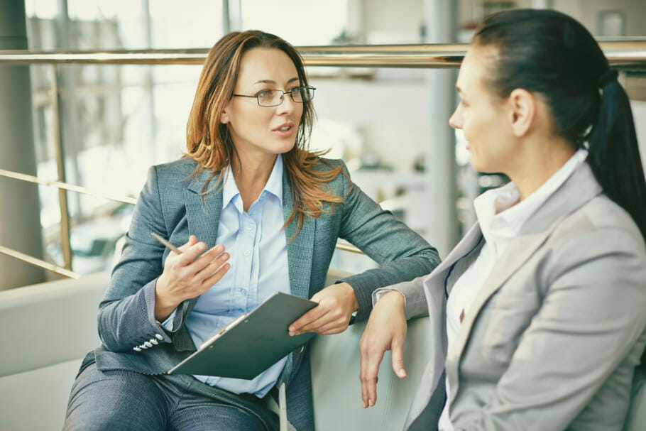 Karriere-Strategie und Unterstützung in Unternehmen für Frauen: Beziehungen und Mentoring Karriere-Strategie und Unterstützung in Unternehmen für Frauen: Beziehungen und Mentoring