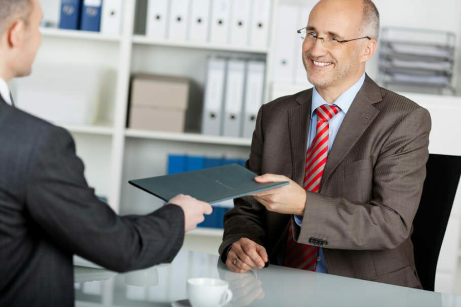 Bewerbung und Jobsuche über 50 – 10 Tipps: Mut fassen und aktiv werden Bewerbung und Jobsuche über 50 – 10 Tipps: Mut fassen und aktiv werden