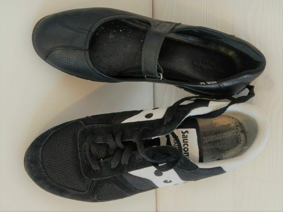 Schuhe für ganzen Business- und Messe-Alltag: Sneakers oder Slipper zum Hosenanzug? Schuhe für ganzen Business- und Messe-Alltag: Sneakers oder Slipper zum Hosenanzug?