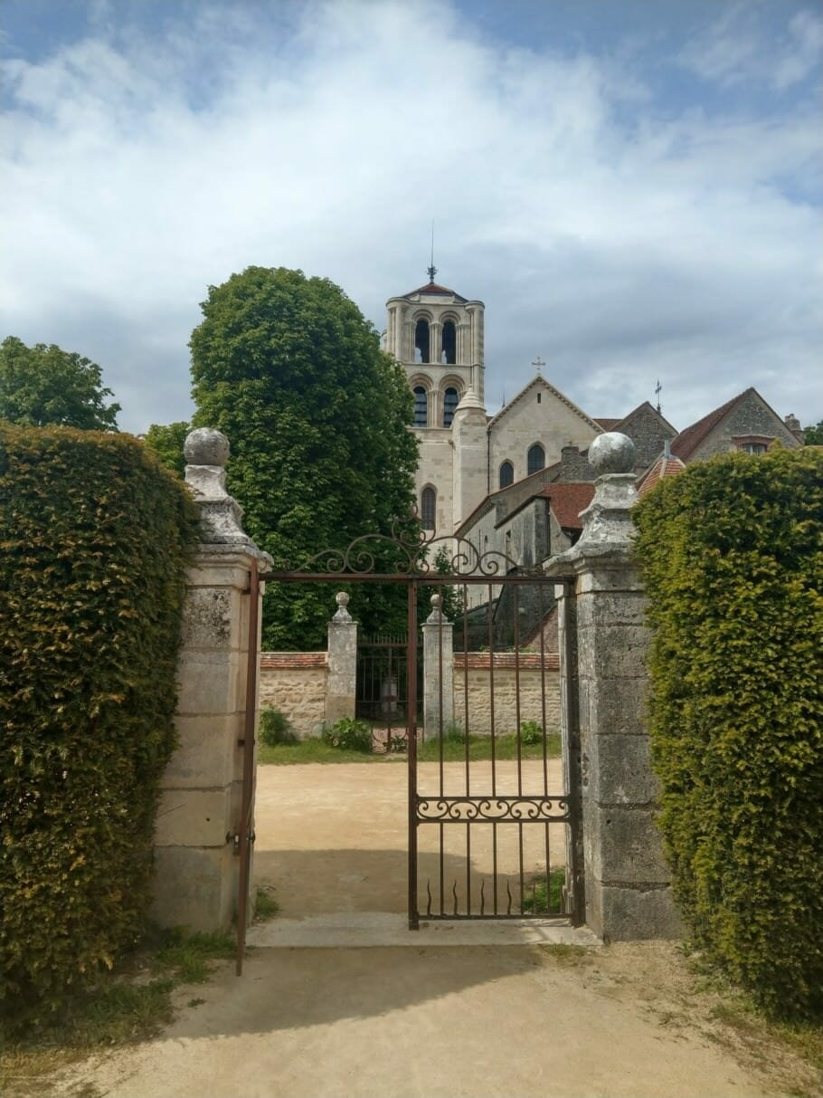 Decelerate as a pilgrim of Jacob in Burgundy, France: I'll be gone! {Review} Slowing down as a pilgrim of Jacob in Burgundy, France: I'll be gone then! {Review}