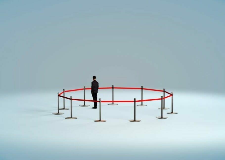 Zeitraubende Gespräche vermeiden: Freundlich, aber bestimmt Distanz herstellen